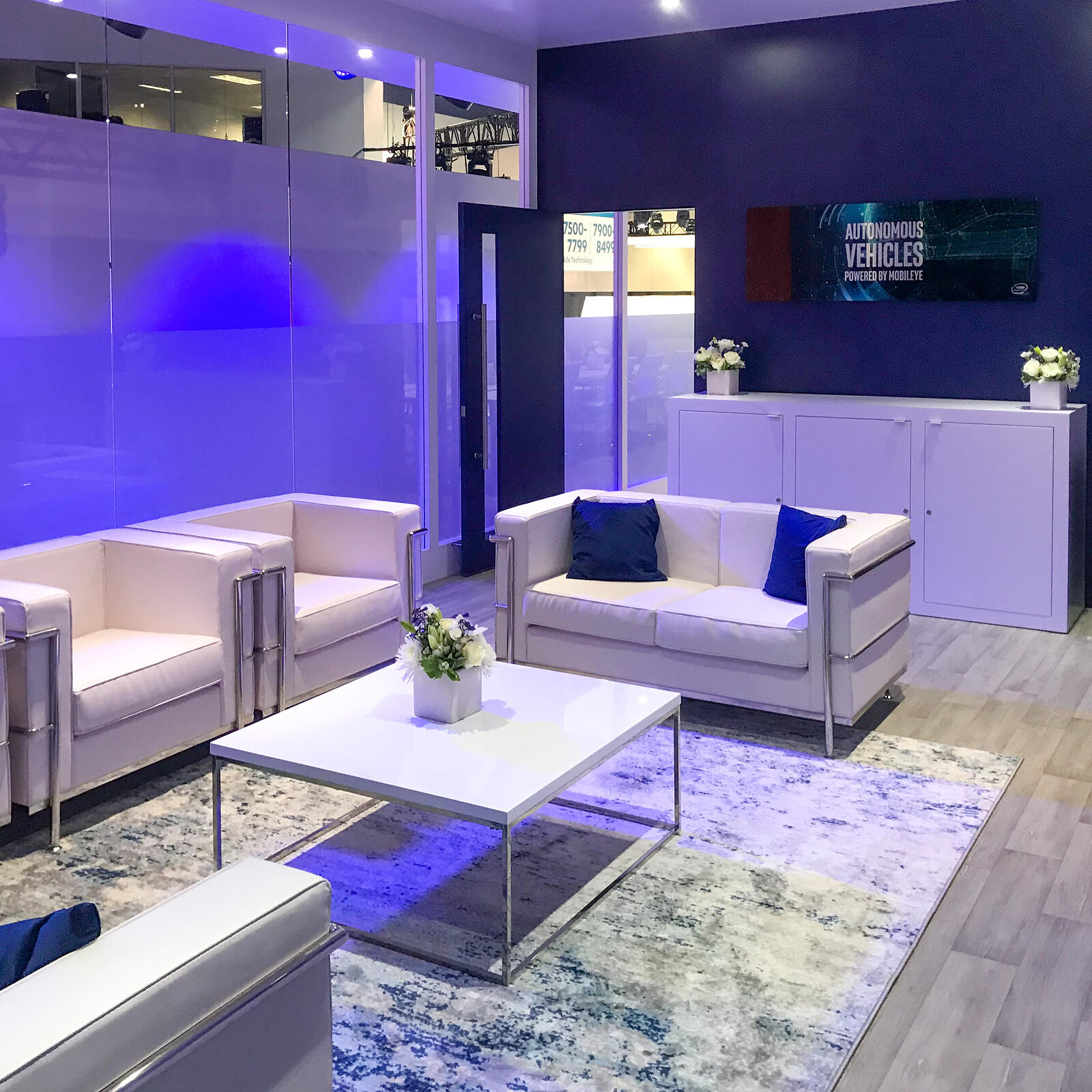 luxurious meeting room with white sofas at mobileyes trade show booth ces 2020
